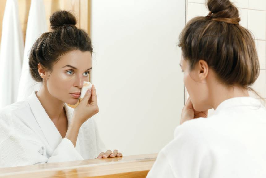 How to remove make-up properly? Tips for your nighttime skincare routine